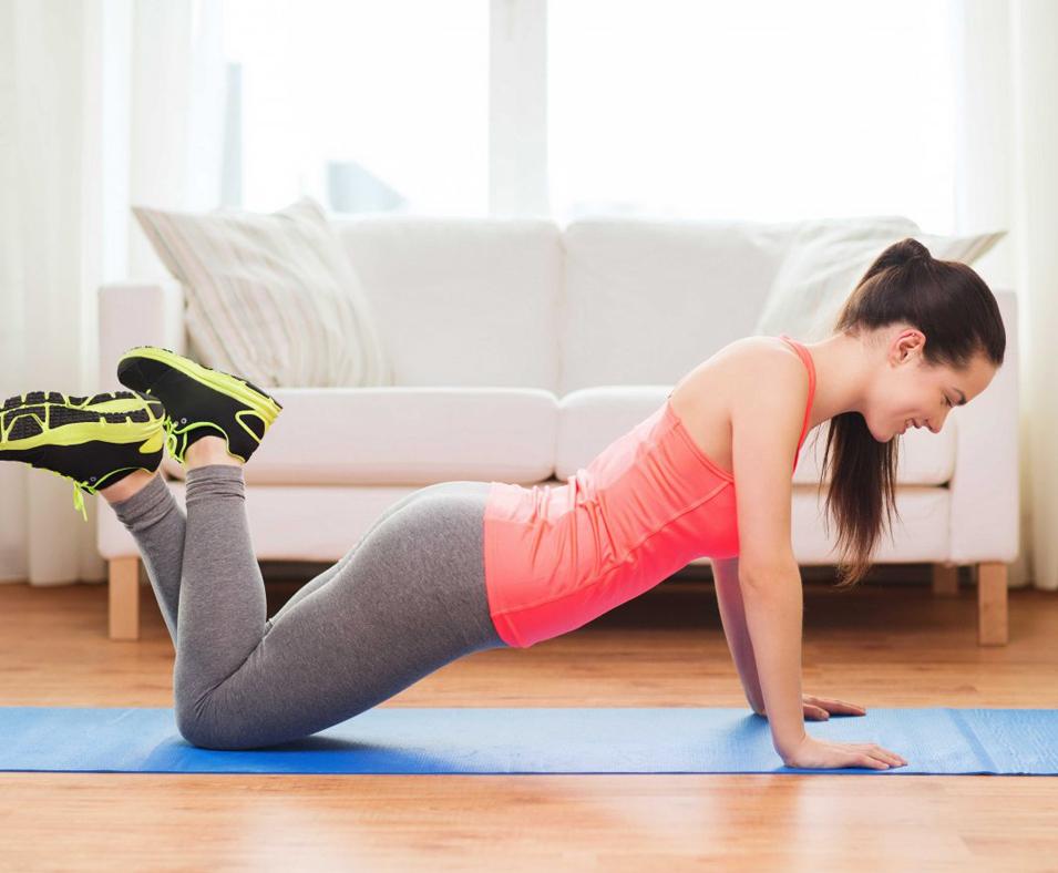 Fortalece los brazos y pecho con flexiones