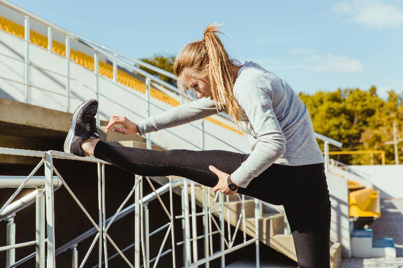 Estiramientos de piernas para mejorar los dolores de rodilla.