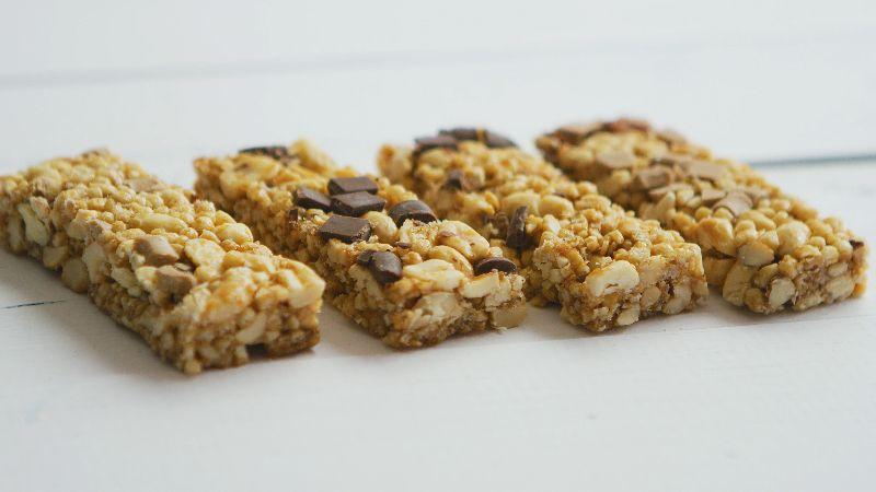 Las barras de cereales son ideales para reponerte durante el ejercicio.