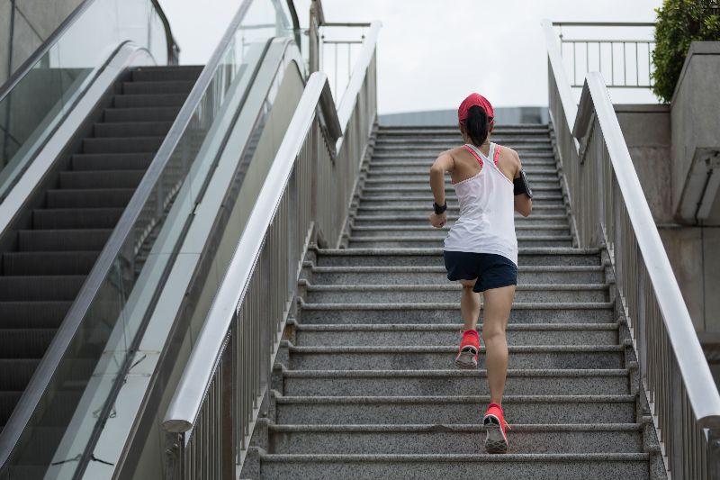 Los ejercicios cardiovasculares son ideales para bajar peso en tu rutina de fitness