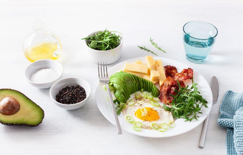 Un desayuno con huevos y legumbres para bajar de peso.