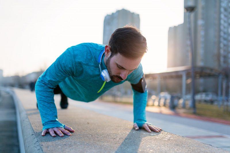 Flexiones para hombros, brazos, espalda y pecho para ganar masa muscular