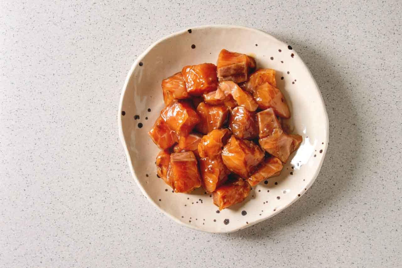 Tiraditos de salmón marinado, una receta deliciosa